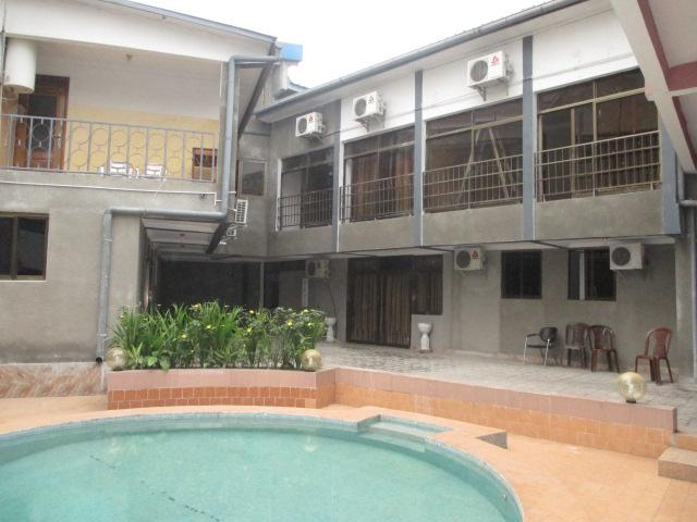 Appartement a louer kinshasa lemba complexe d for Louer appart hotel