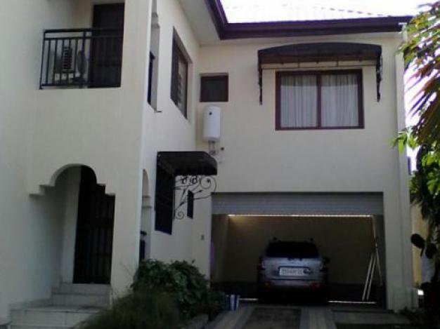 maison villa a louer kinshasa ngaliema maison meubl e quartier joli parc. Black Bedroom Furniture Sets. Home Design Ideas