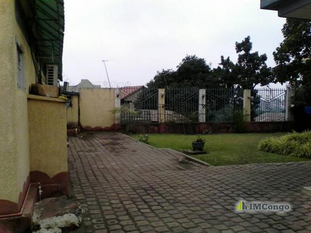 Maison villa a vendre kinshasa ngaliema maison for 1 maison parc court