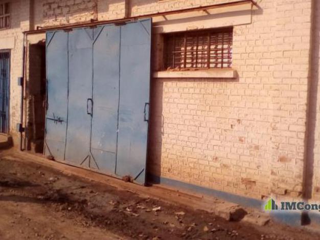 entrep t a louer lubumbashi kampemba entrep t quartier industriel. Black Bedroom Furniture Sets. Home Design Ideas