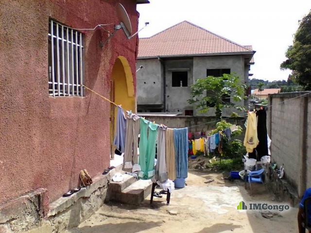 Maison villa a vendre kinshasa ngaliema parcelle for 2 maison parc court